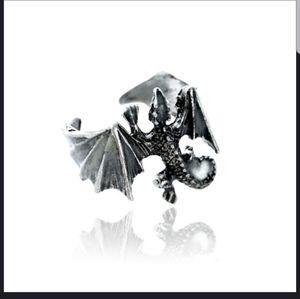 🆕 NWT Glow in the Dark Flying Dragon GOT ring